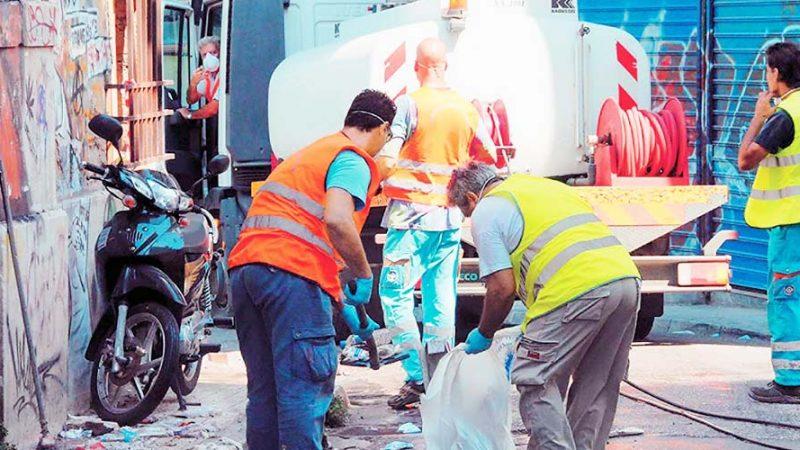 Υπάλληλος του δήμου Αθηναίων στην καθαριότητα βρήκε 19.000 ευρώ και τα παρέδωσε – Η ανάρτηση του Κ. Μπακογιάννη