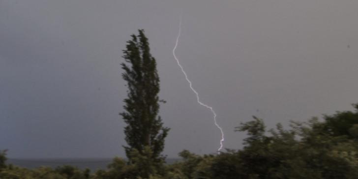 Καιρός: Νέο έκτακτο δελτίο επιδείνωσης – Καταιγίδες και θυελλώδεις άνεμοι