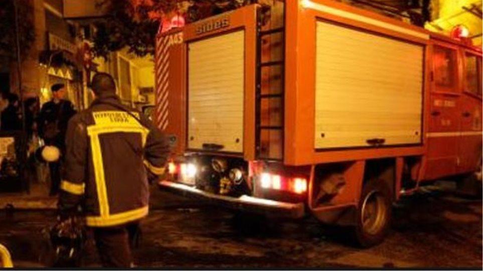 Νεκρή 75χρονη από πυρκαγιά σε νεοκλασικό κτίριο στο Κολωνάκι