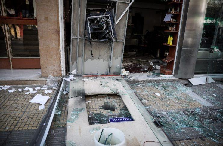 Ανατίναξαν ΑΤΜ στη Γλυφάδα – Τραυματίστηκε υπάλληλος security
