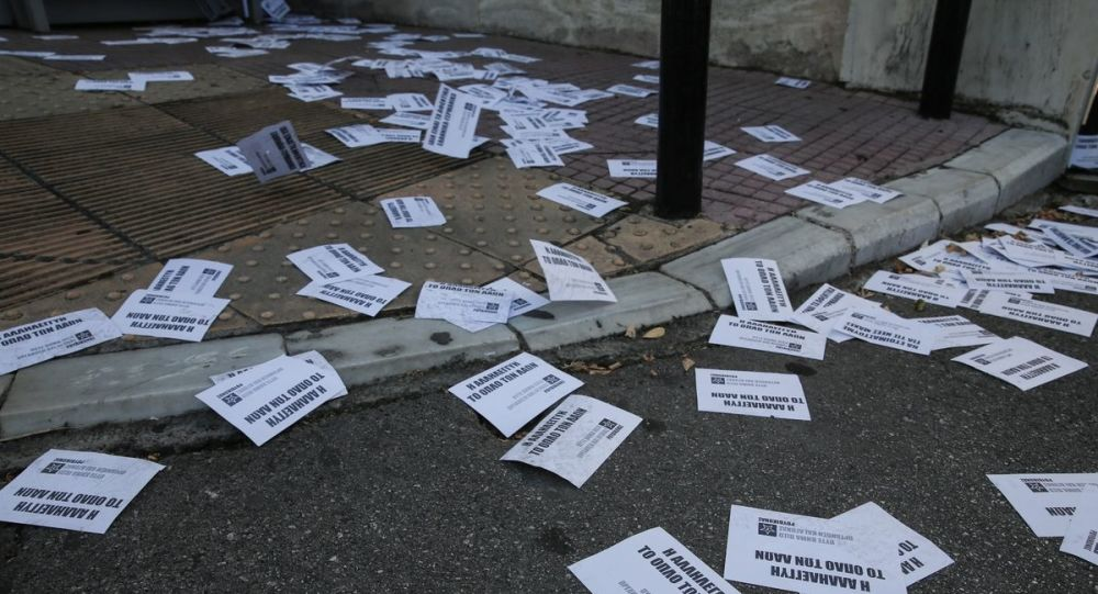 «Παρέμβαση» Ρουβίκωνα στο πολιτικό γραφείο του υπουργού Υγείας – Πέταξαν τρικάκια και μπογιές