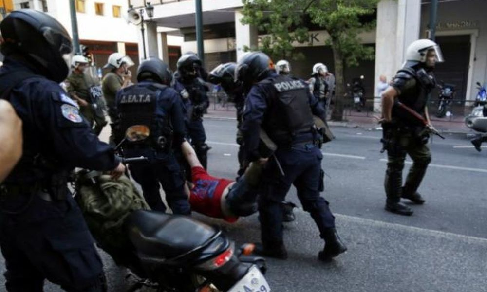 Έκθεση για την αστυνομική αυθαιρεσία από τον Συνήγορο του Πολίτη: Εκατοντάδες περιστατικά αστυνομικής αυθαιρεσίας