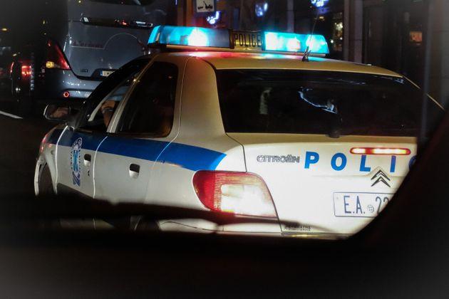 Άνδρας πυροβόλησε κατά αστυνομικών στον Ασπρόπυργο – Ανταπέδωσαν τα πυρά και τον τραυμάτισαν