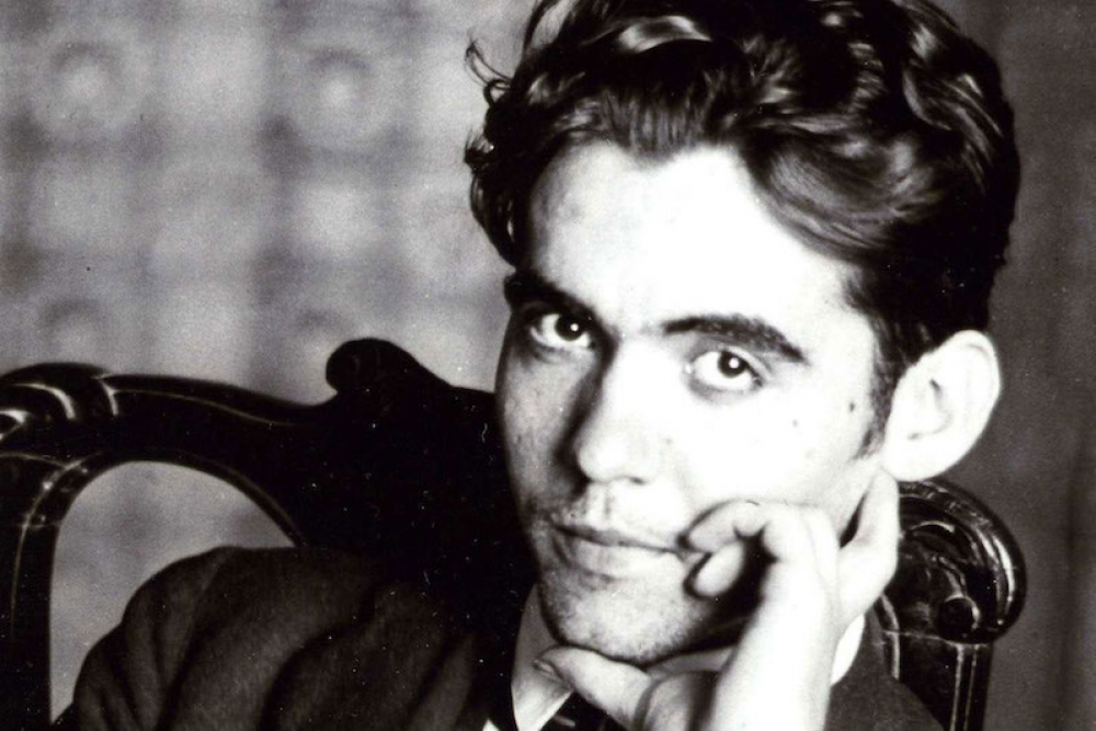 Φ.Γ. Λόρκα. Τον εκτέλεσαν χωρίς δίκη, γιατί ήταν ομοφυλόφιλος, κορυφαίος ποιητής και καταδίκασε το φασισμό