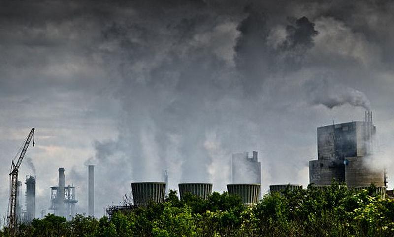 Έρευνα: Η ατμοσφαιρική ρύπανση συνδέεται με την εγκληματικότητα – Πώς κάνει τους ανθρώπους πιο επιθετικούς