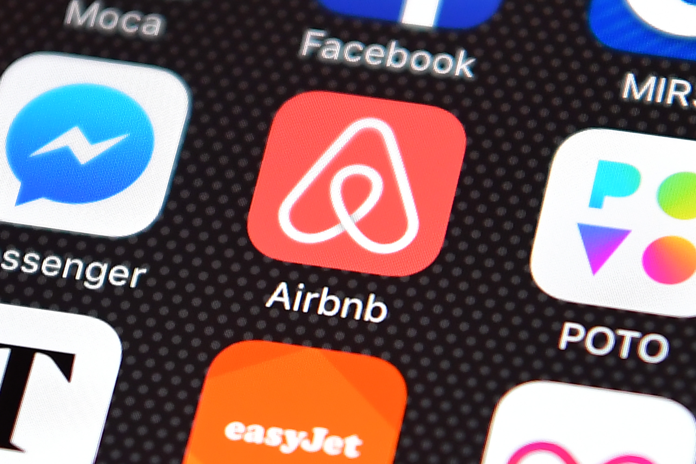 Σφίγγει ο κλοιός γύρω από τις πλατφόρμες τύπου Airbnb – Ποια μέτρα εξετάζονται