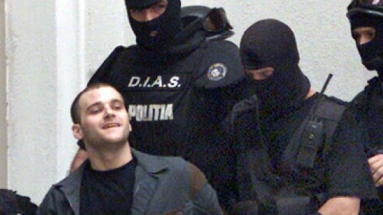 Κ. Πάσσαρης: Θέλει να έρθει να δικαστεί τον Δεκέμβριο- Τι απαντά η αδελφή του αστυνομικού θύματός του (Video)