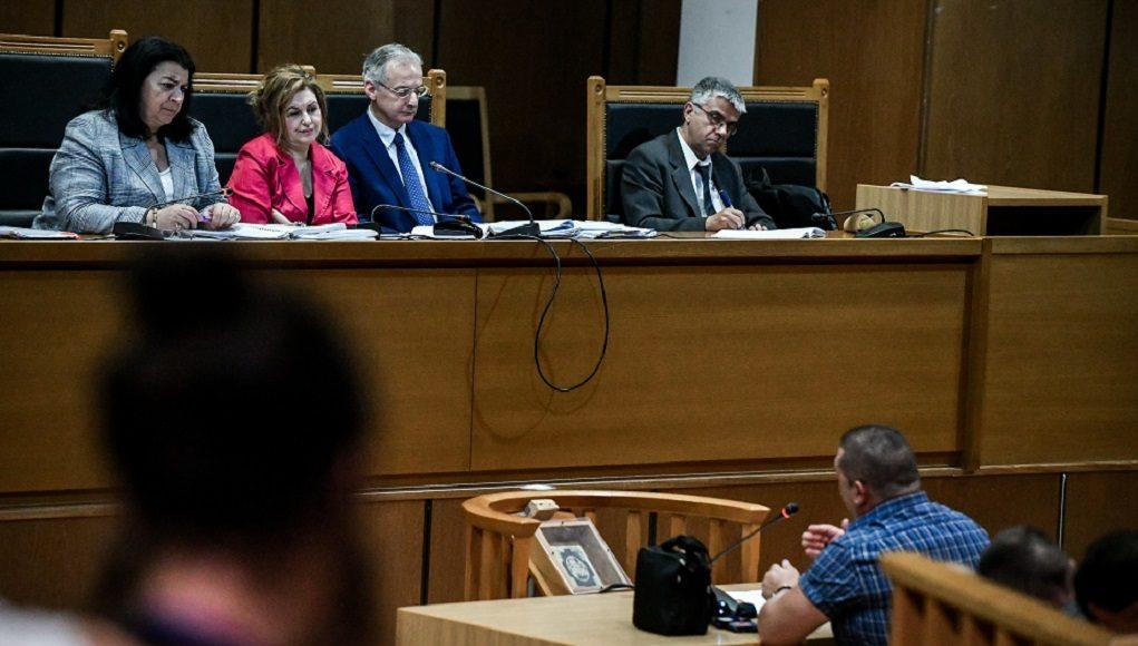 Δίκη Χ.Α.:Ένταση ανάμεσα στους δικηγόρους προκάλεσε η απολογία Μίχου