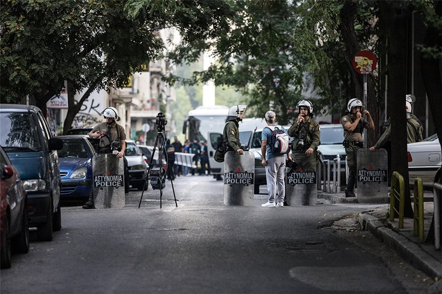 Διπλή επιχείρηση εκκένωσης υπό κατάληψη κτιρίων στα Εξάρχεια