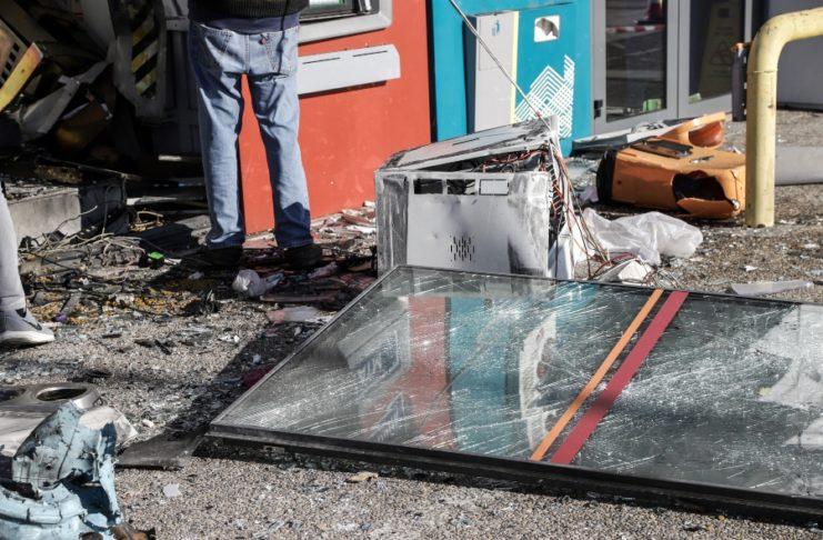 Βριλήσσια: Εισέβαλαν με αυτοκίνητο σε τράπεζα και ανατίναξαν το ΑΤΜ