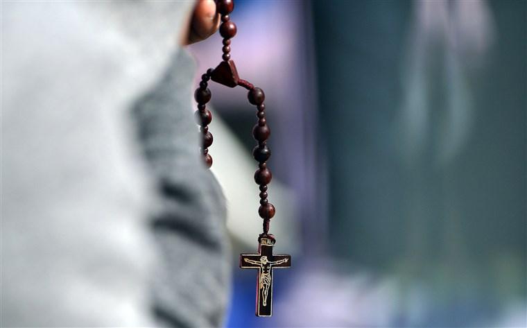 Ενώπιον της δικαιοσύνης δημοσιογράφος για βιβλίο που αποκαλύπτει παιδεραστία ιερέων