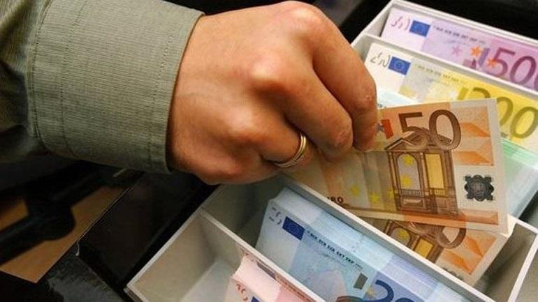 Ζευγάρι από τη Ρόδο κατηγορεί πρώην διευθυντή τράπεζας για υπεξαίρεση 450.000 ευρώ