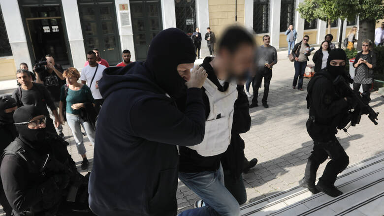 Προφυλακίστηκαν οι δύο κατηγορούμενοι για την «Επαναστατική Αυτοάμυνα»