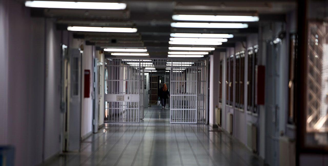 Εννέα σχολεία δεύτερης ευκαιρίας λειτουργούν μέσα σε φυλακές (ΒΙΝΤΕΟ)