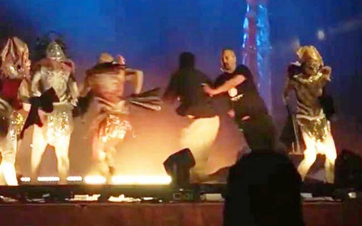 Άραβας μαχαίρωσε τρεις ηθοποιούς την ώρα που έδιναν παράσταση