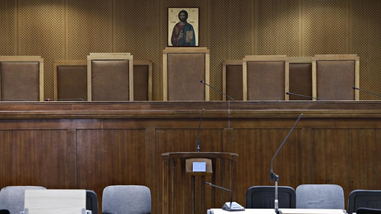 «Πόλεμος» ανακοινώσεων Σεβαστίδη-Βερβεσού (δικηγόρων)