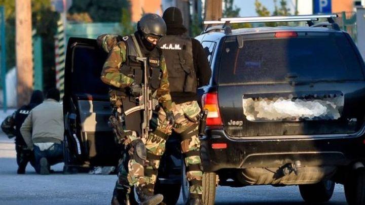 Συλλήψεις της Αντιτρομοκρατικής- Βρέθηκαν Καλάσνικοφ και εκρηκτικά