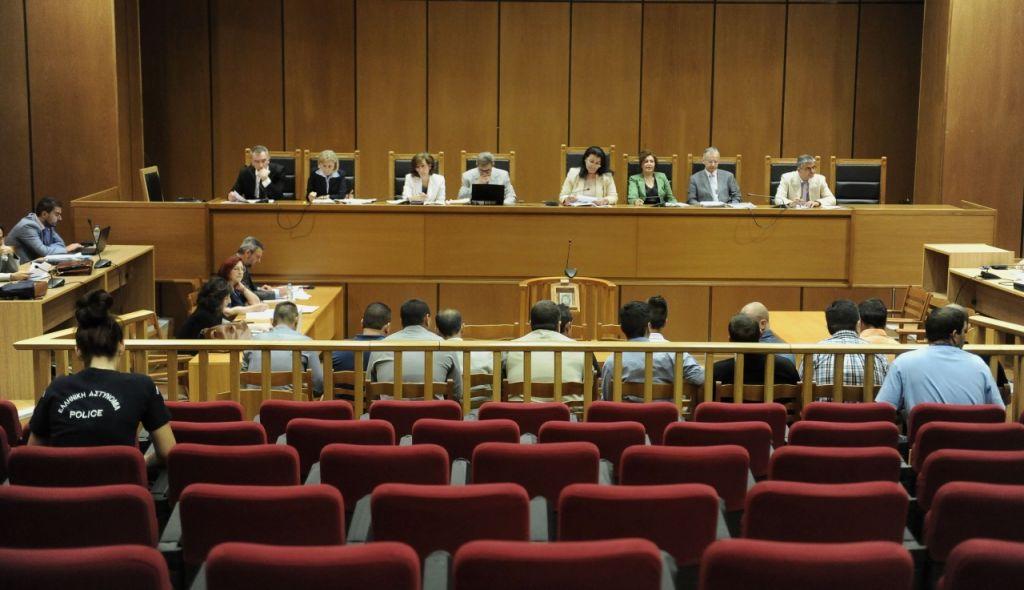 Δίκη ΧΑ: Η ώρα των εισαγγελέων ορίστηκε για τις 18/12 – Ακυρότητα για την εγκληματική οργάνωση ζήτησε η υπεράσπιση