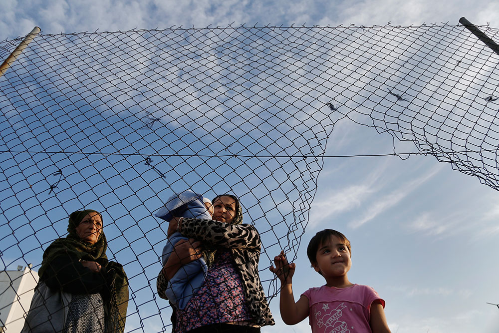 Στον εισαγγελέα διαβιβάζει η Υπηρεσία Ασύλου καταγγελίες για διερμηνείς που ζητούν χρήματα από πρόσφυγες