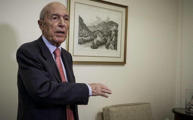 Σημίτης κατά Καραμανλή για τη στάση του στο θέμα της Τουρκίας