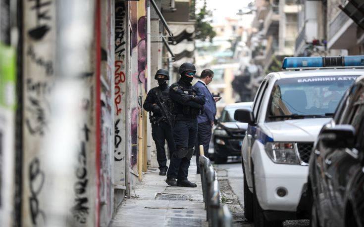 Σε εξέλιξη αστυνομική επιχείρηση στα Εξάρχεια – Προς εκκένωση κτίριο στην Καλλιδρομίου