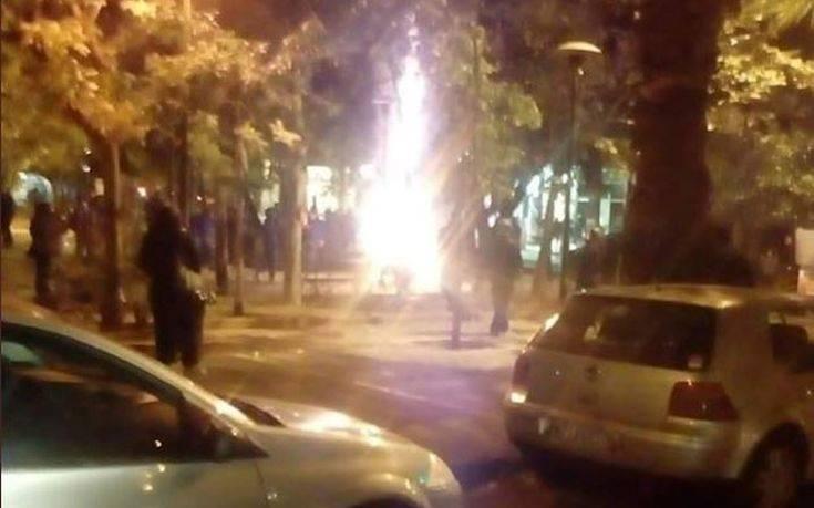 Έκαψαν ξανά το Χριστουγεννιάτικο δέντρο στα Εξάρχεια (βίντεο)