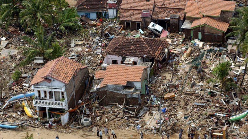Ταϊλάνδη: 230.000 άνθρωποι χάθηκαν σε μία ημέρα – Η Ασία τιμά τη μνήμη των θυμάτων που άφησε πίσω του το φονικό τσουνάμι το 2004