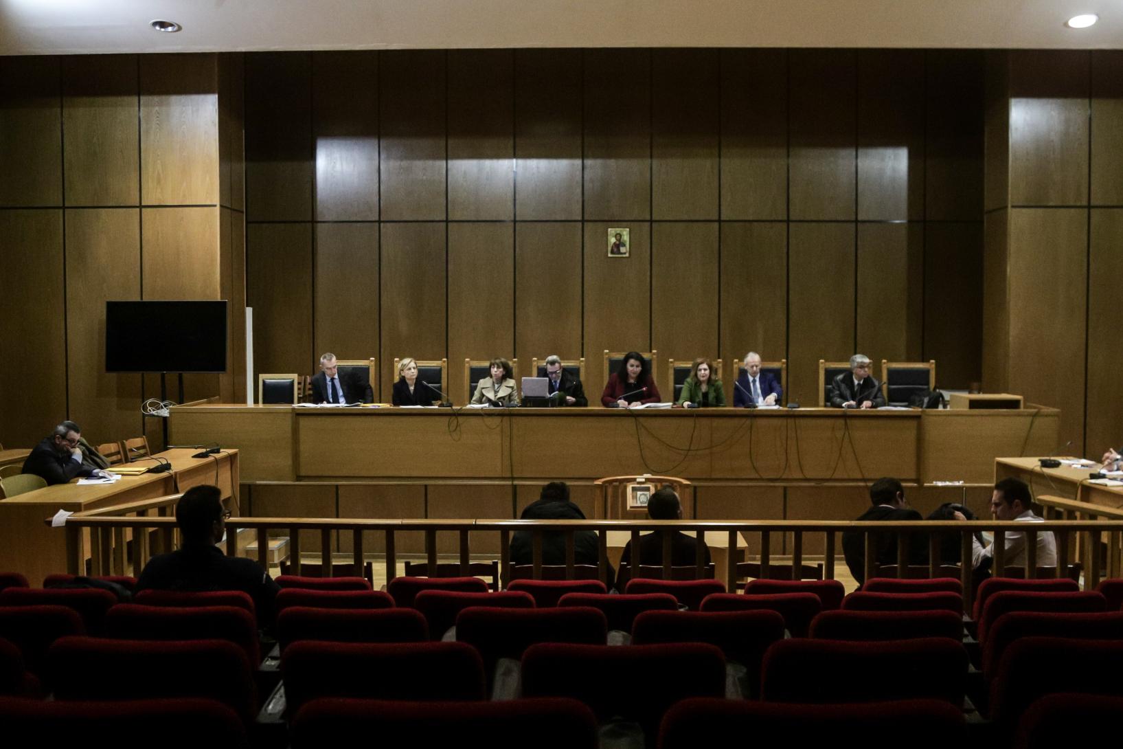 Εισαγγελέας: Δεν είναι εγκληματική οργάνωση η Χρυσή Αυγή – Αθώοι Μιχαλολιάκος και βουλευτές