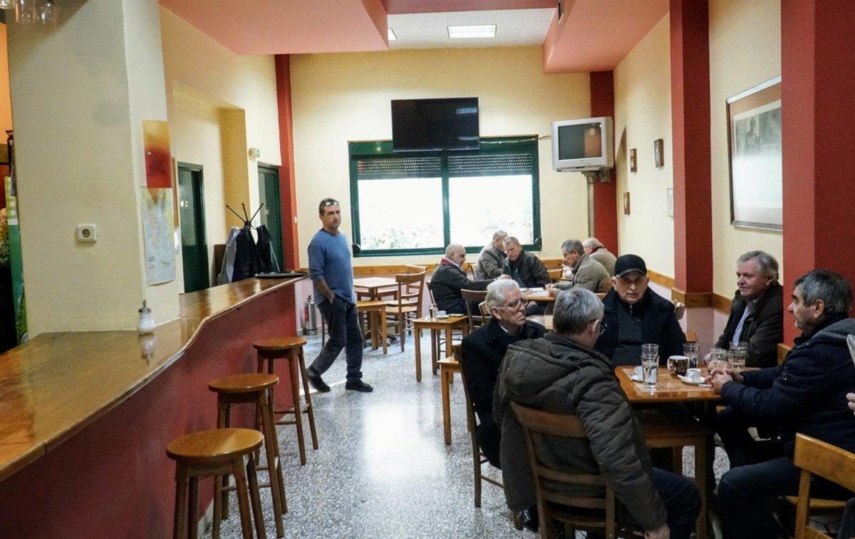 Έρχεται το πρώτο καφενείο για καπνιστές στη Λάρισα