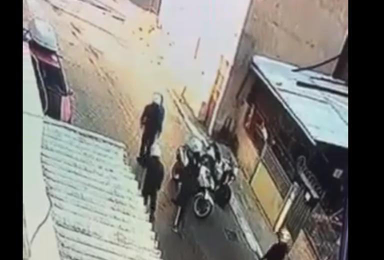 Έρευνα για ρατσιστική βία σε βάρος του «νταή» αστυνομικού που εμφανίστηκε στον εισαγγελέα – Πυροβολισμοί στο Μενίδι για το χαστούκι στον 11χρονο