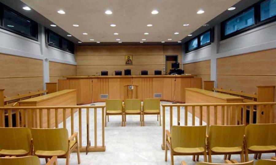 Οι δικαστικοί υπάλληλοι κλείνουν για δυο ώρες κάθε μέρα τα δικαστήρια