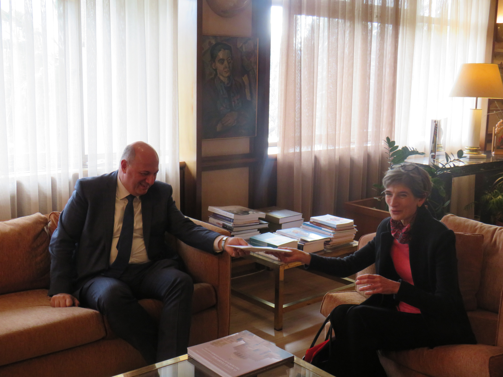 Εθιμοτυπική συνάντηση του Υπουργού Δικαιοσύνης Κώστα Τσιάρα με τη Βρετανίδα Πρέσβη στην Αθήνα Kate Smith