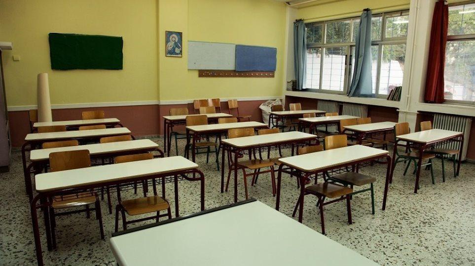 Ελεύθερη η καθηγήτρια για αποπλάνηση μαθητή – Δε θα μπορεί να τον πλησιάσει στο 1 χλμ