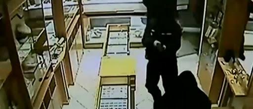 Βίντεο ντοκουμέντο από τη ληστεία σε κοσμηματοπωλείο – Το άδειασαν σε δύο λεπτά