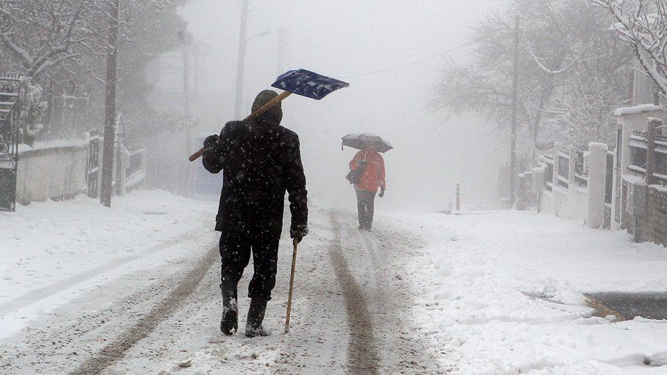 """Ραγδαία μεταβολή του καιρού: Από τη ζέστη σε… συνθήκες ολικού παγετού – Ο χιονιάς θα """"χτυπήσει"""" και την Αττική – Η πρόγνωση του Κλέαρχου Μαρουσάκη"""