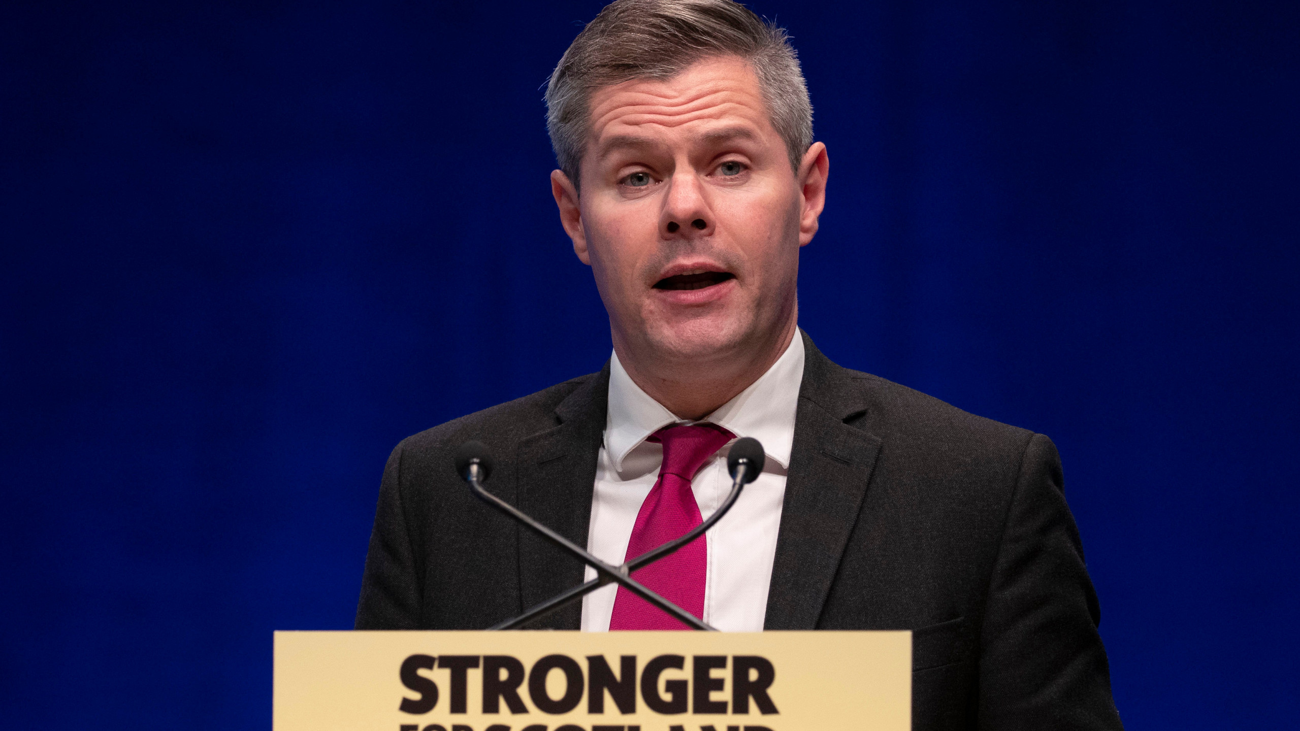 Σκωτία: Ο 42χρονος υπουργός Οικονομικών παραιτήθηκε έπειτα από δημοσίευμα της Sun ότι είχε στείλει εκατοντάδες μηνύματα σε έναν 16χρονο
