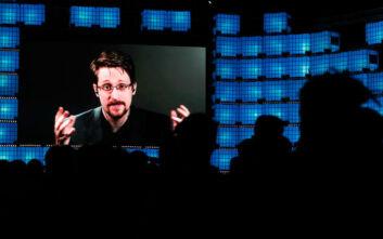 Ο Έντουαρντ Σνόουντεν σχεδιάζει να παρατείνει την άδεια παραμονής του στη Ρωσία