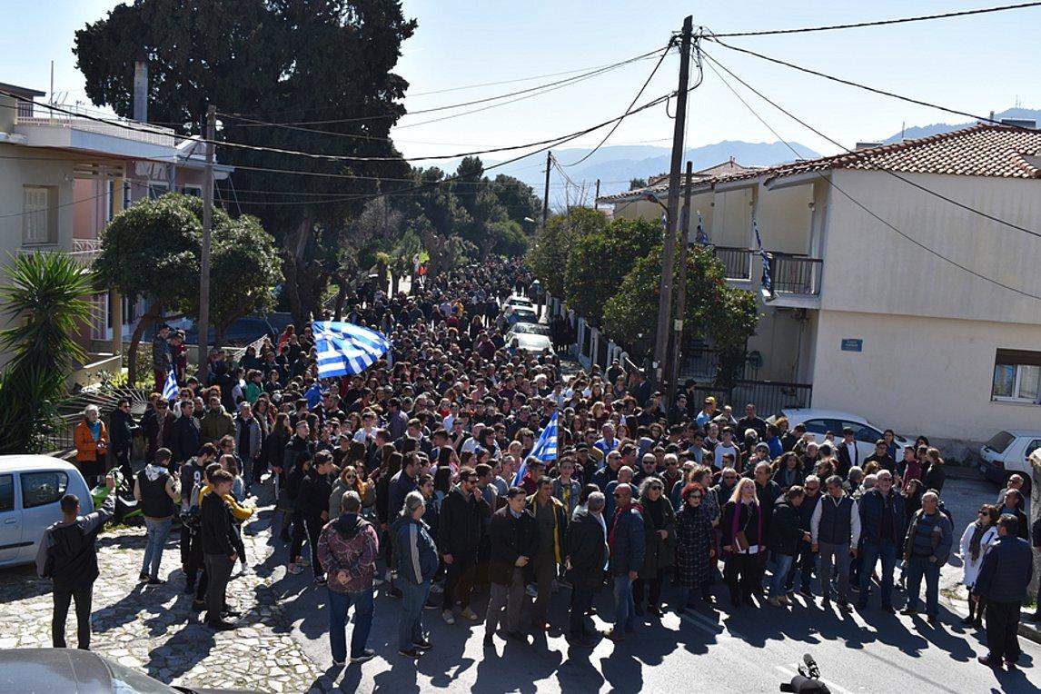 Συγκεντρώσεις διαμαρτυρίας για τα κλειστά κέντρα – Κινητοποιήσεις σε Χίο και Μυτιλήνη