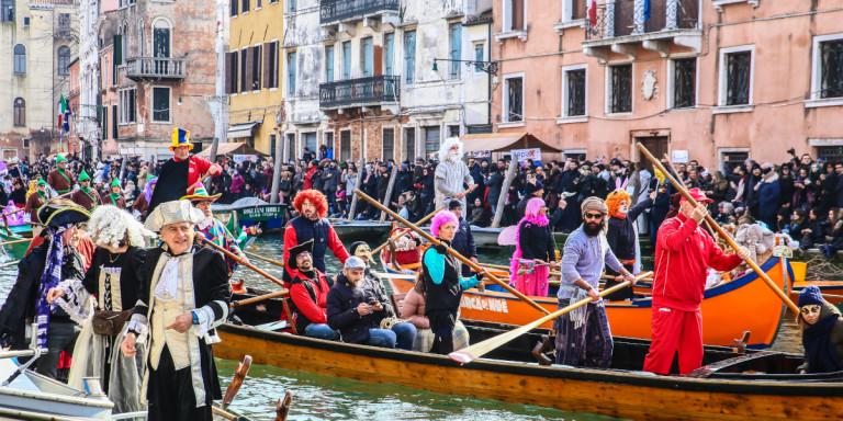 Κορωνοϊος: 132 κρούσματα στην Ιταλία -Σκέψεις να ακυρωθεί το καρναβάλι της Βενετίας
