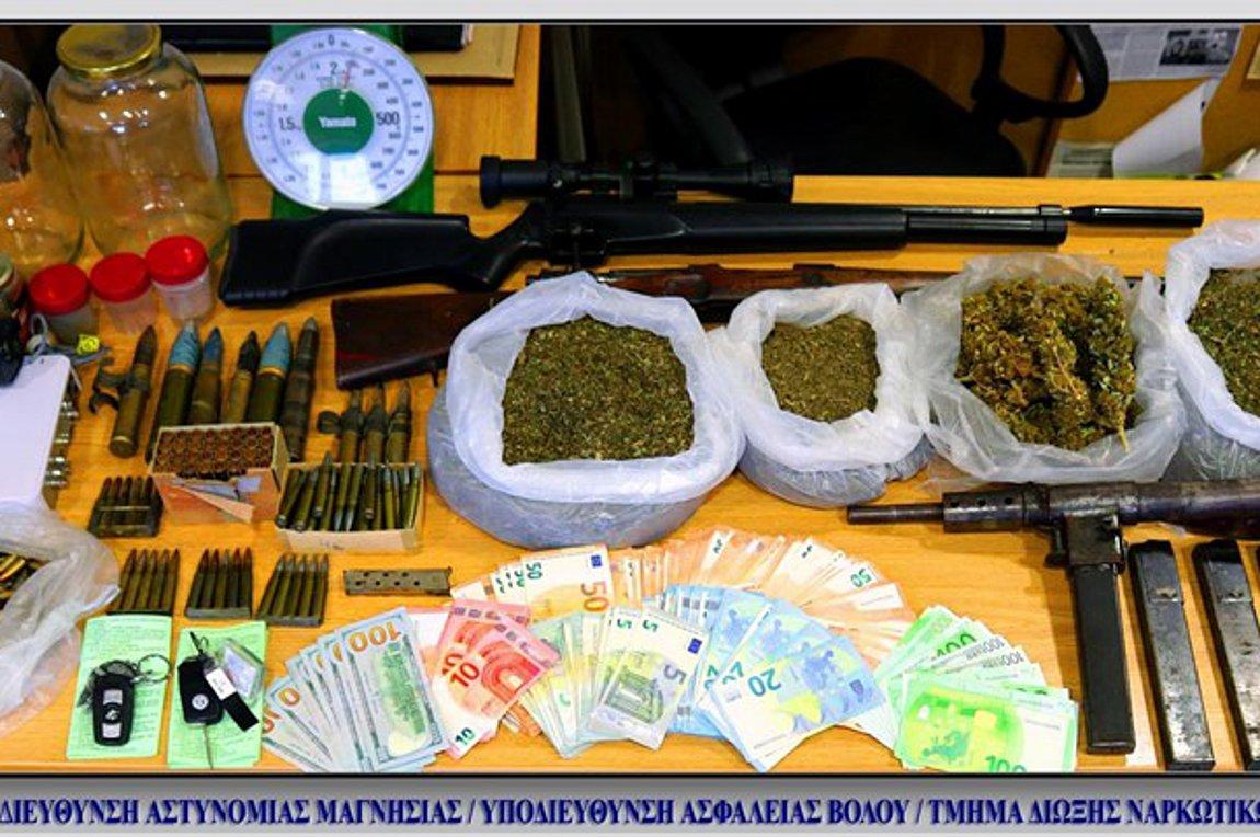 Βόλος: Συνελήφθη πρώην παίκτρια ριάλιτι – Βρέθηκαν όπλα και ναρκωτικά στο σπίτι της