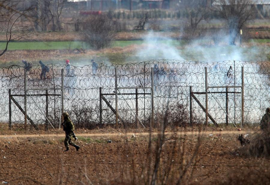 Έβρος: Νέα επεισόδια στις Καστανιές – Πετροπόλεμος και δακρυγόνα από την πλευρά της Τουρκίας