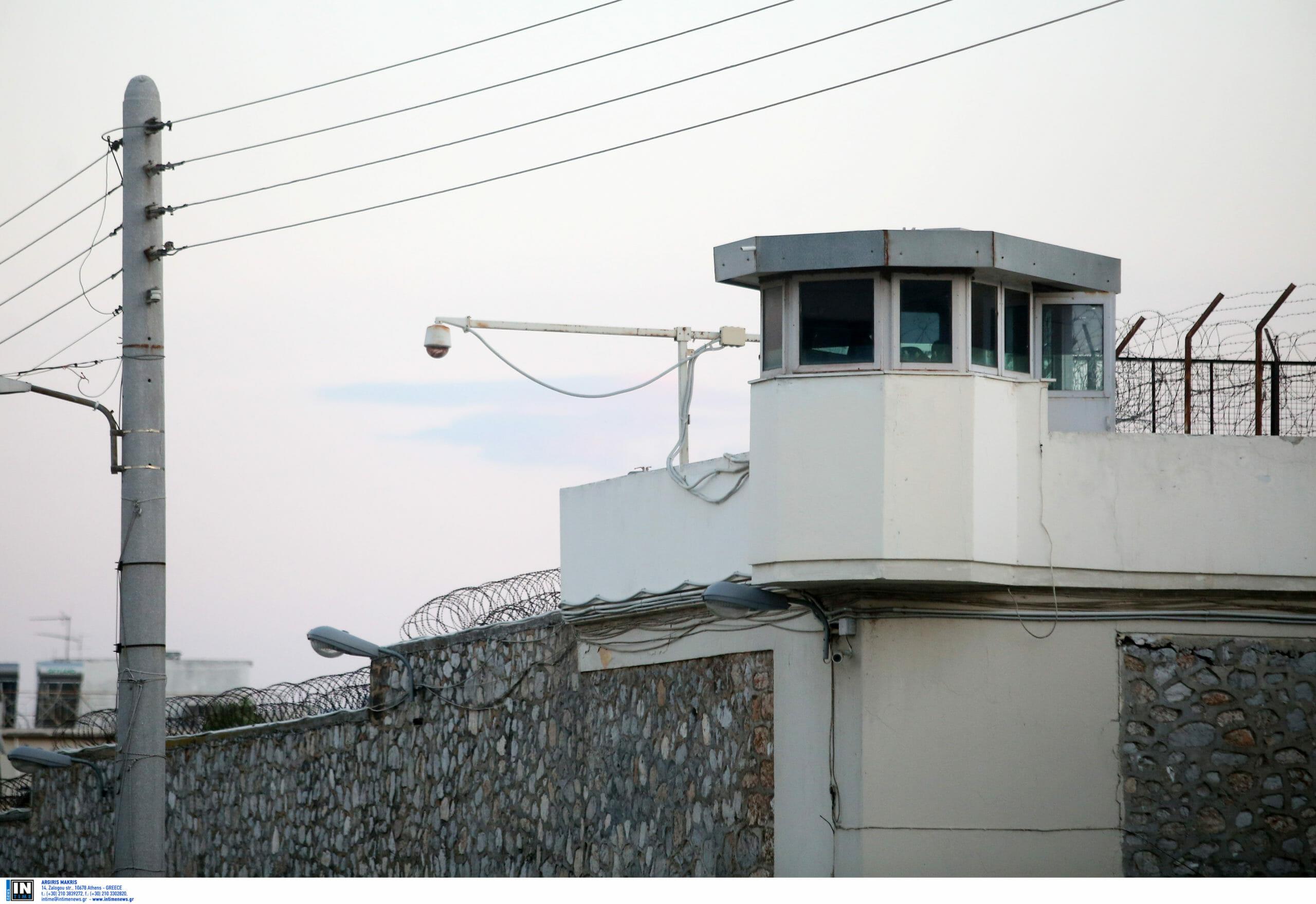 Γιώργος Καρκάς: Συγκίνηση στην αποφυλάκιση του ηθοποιού