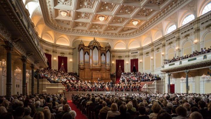 Μουσική από τις μεγάλες αίθουσες συναυλιών της Ευρώπης live στο facebook κάθε βράδυ στις 21:00