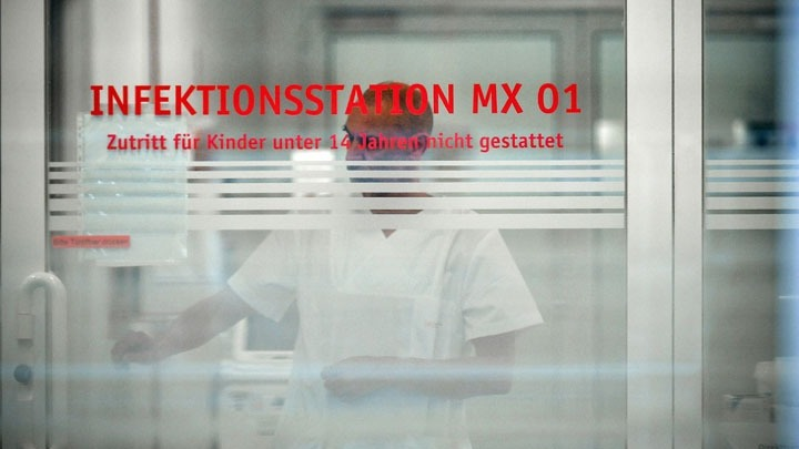 COVID19 – Γερμανία: Σε καραντίνα σε κτίριο στο Βερολίνο – 19 νέοι θάνατοι και 587 κρούσματα μόλυνσης σε μια μέρα