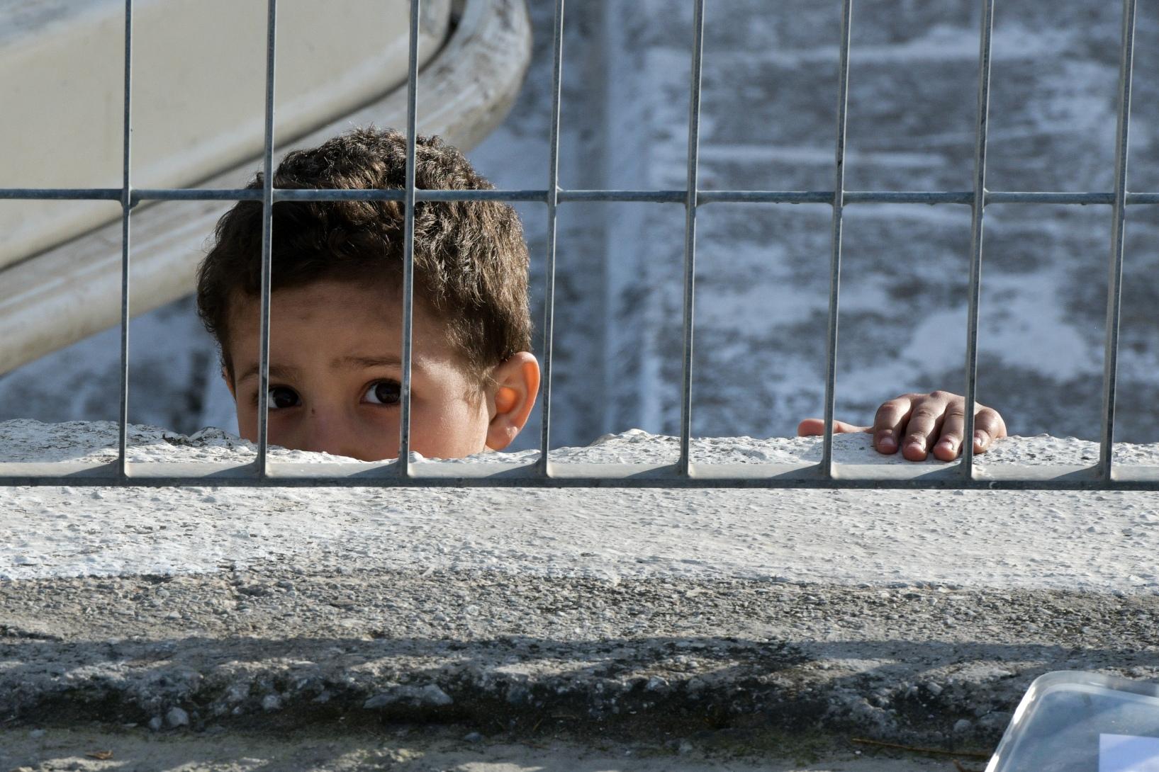 Κομισιόν: Άμεση μετεγκατάσταση 5.500 ασυνόδευτων παιδιών που βρίσκονται στην Ελλάδα