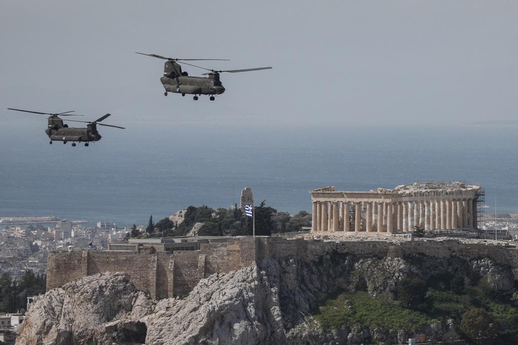 25η Μαρτίου 2020: Κατάθεση στεφάνων στην άδεια Αθήνα – Πτήσεις μαχητικών στο Σύνταγμα – Το μήνυμα του πιλότου (φωτογραφίες)