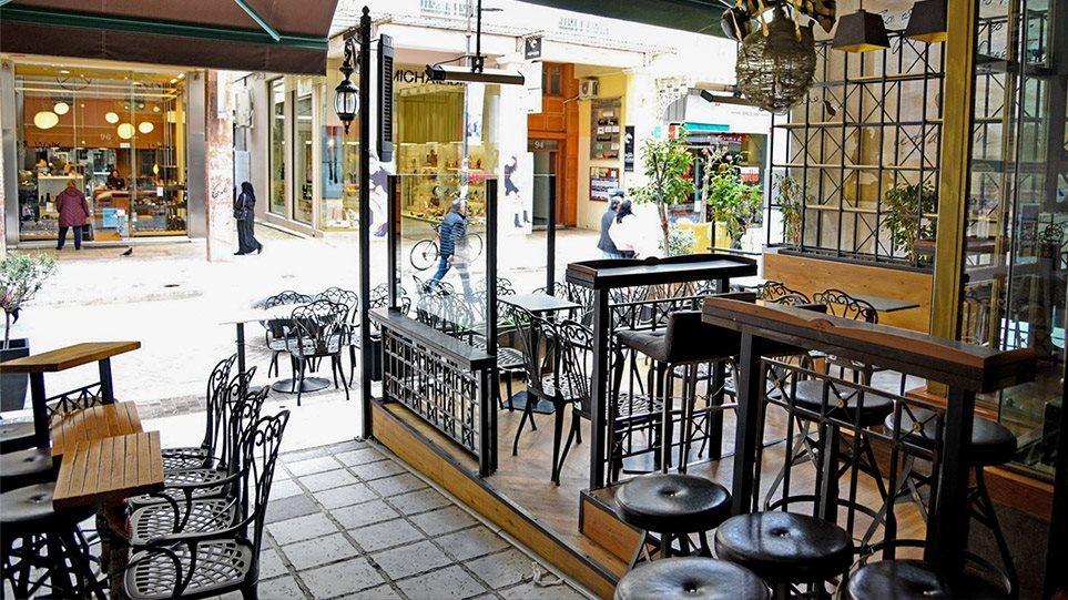 Πρέβεζα: Ποινή φυλάκισης τριών ετών σε ιδιοκτήτη καφενείου που σέρβιρε πελάτες