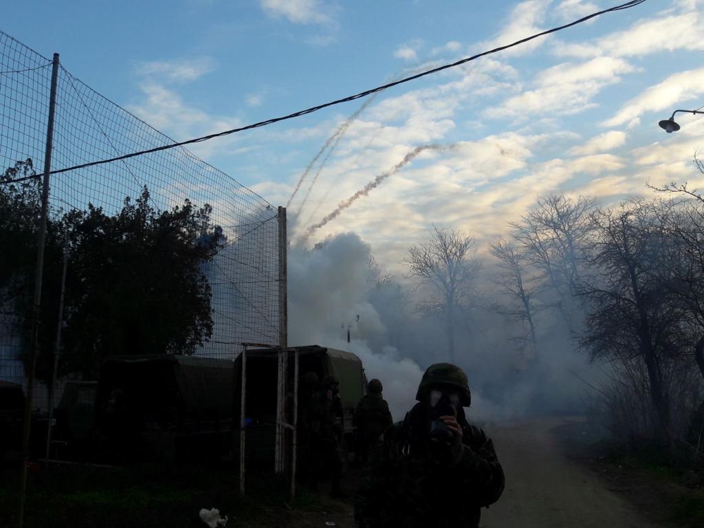 Έβρος: Νέα ένταση και δακρυγόνα στις Καστανιές (βίντεο + φωτογραφίες)