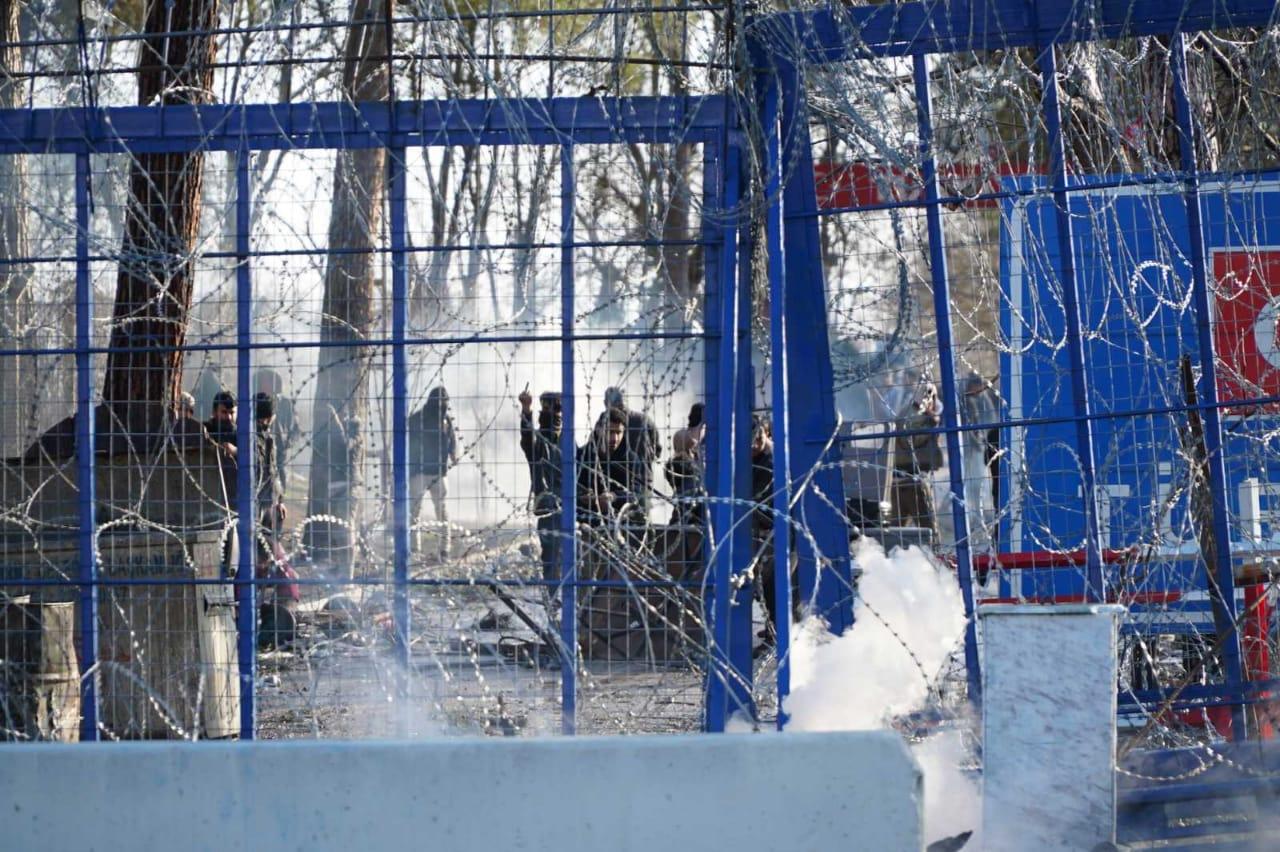Έβρος: Νέα ένταση και δακρυγόνα στις Καστανιές (βίντεο+φωτογραφίες)