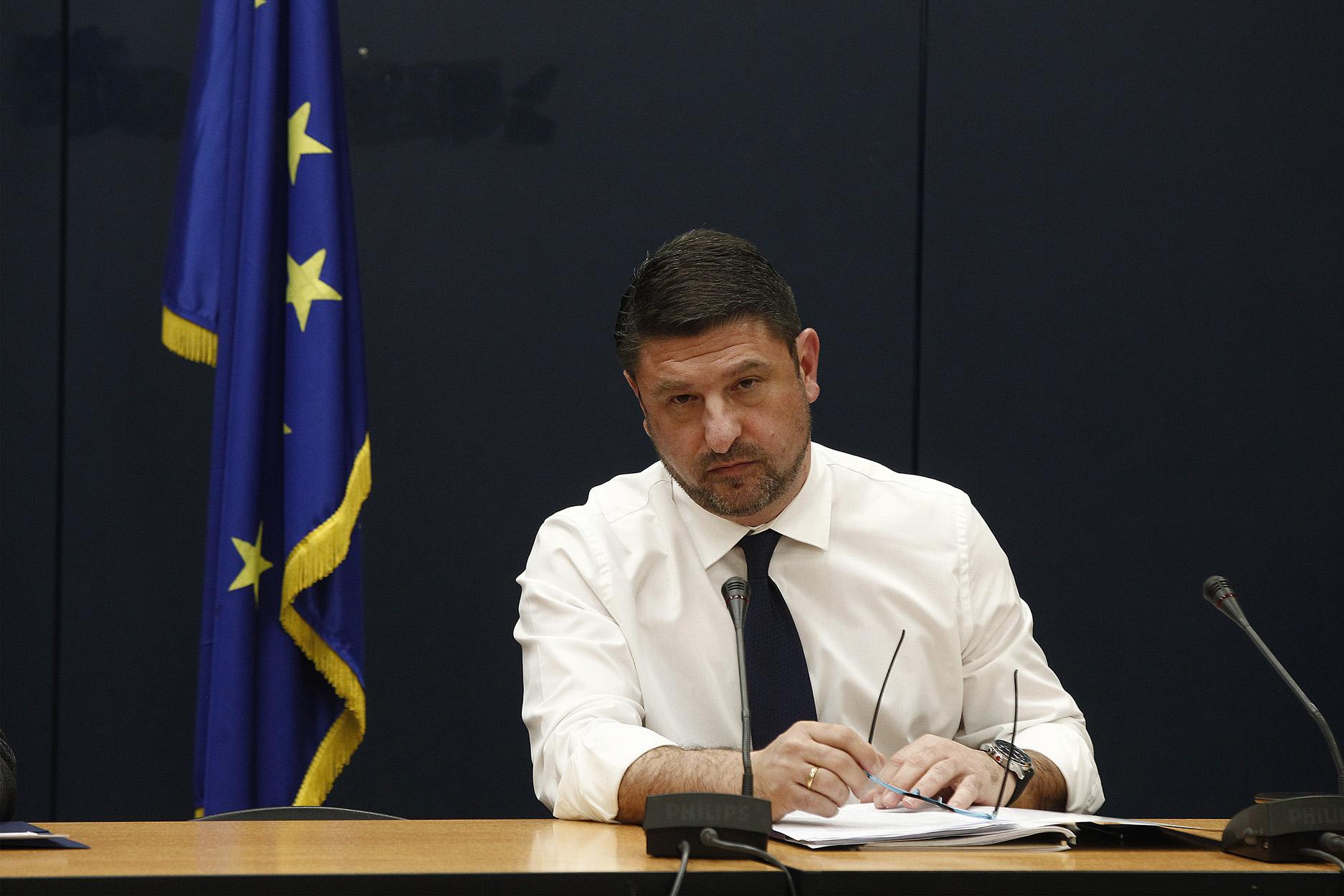 Χαρδαλιάς: Δήμοι σε καραντίνα, απαγόρευση κυκλοφορίας και οργή για τις ουρές στις τράπεζες
